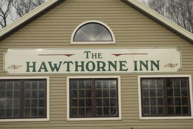 Only $11 for $25 worth of food and drink at The Hawthorne Inn
